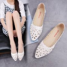 Women Floral Carved Breathable Pointed Flat Shoes Retro Fashion Plus Size Shoes