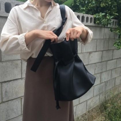 Women Korean Trend Large Capacity Drawstring Wild Casual Messenger Bag