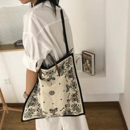 Women Large Capacity Handkerchief Fashion Square Sling Bag