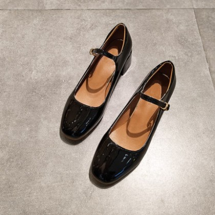 Women Fashion Retro Leather Medium High Heel Shoes