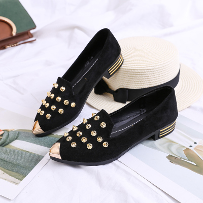 Women Pointed Head Rivet Casual Flats