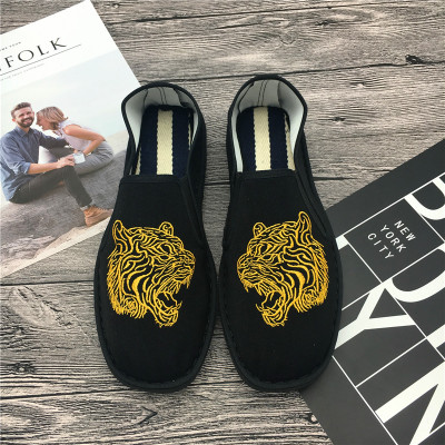 Men Tiger Embroidery Boat Shoes