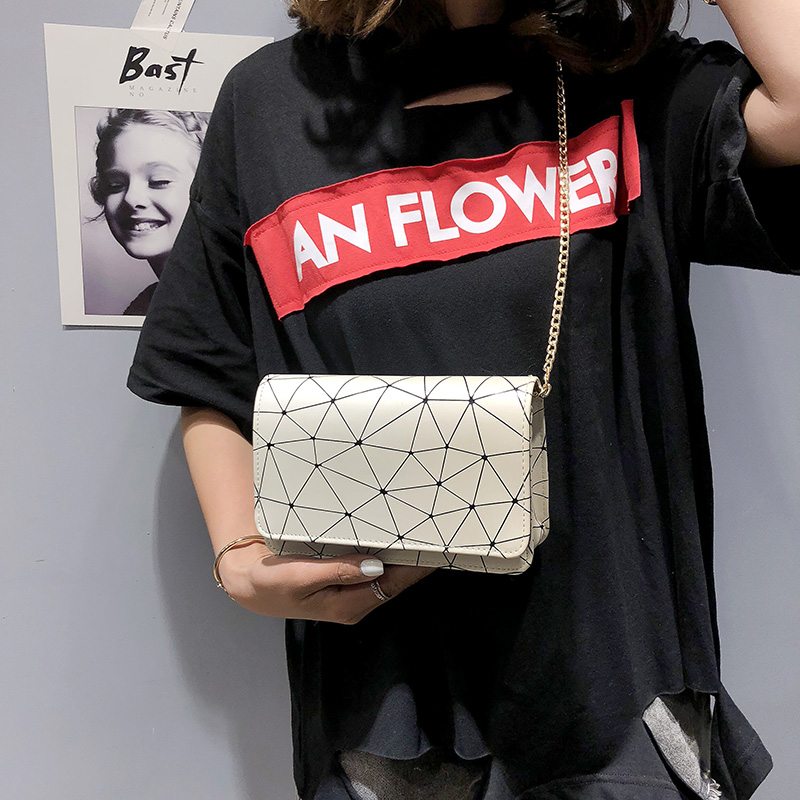 Women Retro Chic Small Messenger Bag Chain Sling Bag Ladies Fashion Party Bags