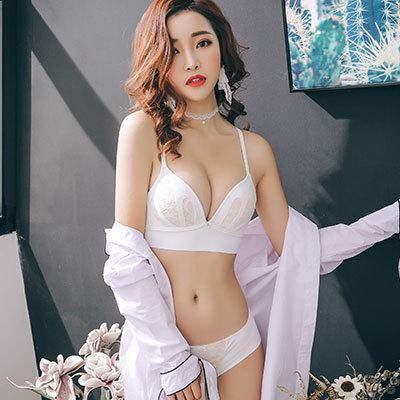 f579e1c5367 Women Sexy No Steel Ring Underwear Set Glossy V-Type Bra Small Chest