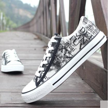 Men\'s Korean Trend Low Casual Graffiti Canvas Shoes
