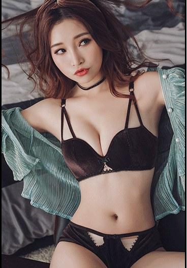 Women Korean Fashion  Sexy Non Wire Velvet Underwear Set